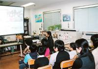 インターネットで授業 風景画像